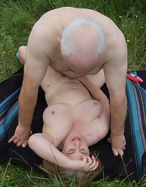 Free MILF Missionary Sex Porn Pictures