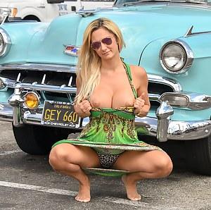 Free MILF Flashing Porn Pictures