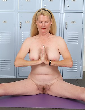 Free Yoga MILF Porn Pictures